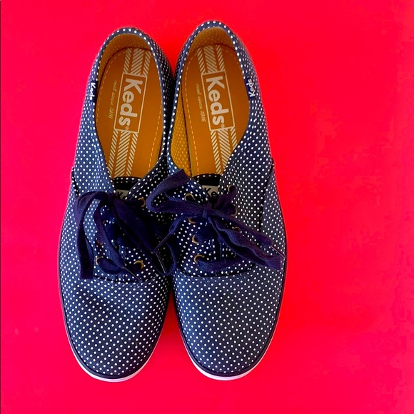 Keds BRAND NEW navy blue & white polka dot size 9